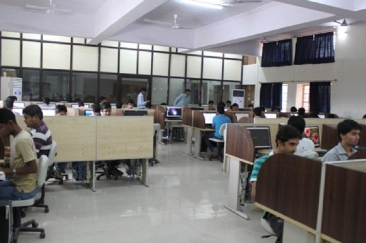 Three months unfair cut notice period to 4 weeks demand Indian IT employees