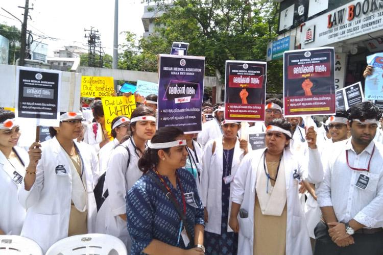 40,000 doctors boycott work in Maharashtra