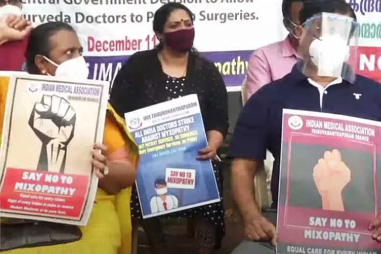 Doctors protesting in front of Kerala secretariat