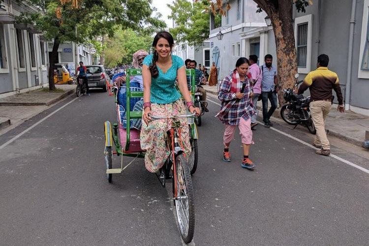 Rakul Preet rides cycle rickshaw for Dheeran Adhigaaram Ondru