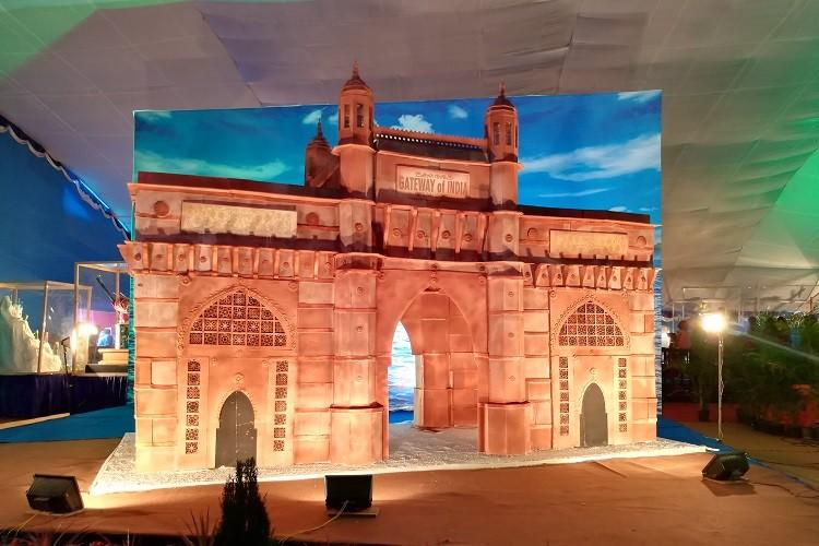 From Gateway of India to the Buddha The world in sugar at Bengalurus cake show