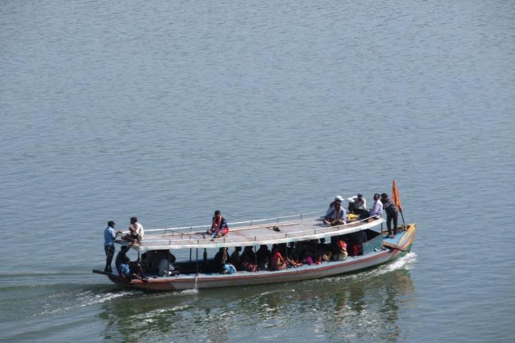 Passenger boat capsizes in the Godavari 25 missing