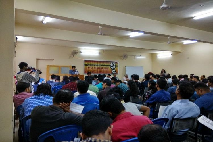 Nearly 200 IT employees gather in Indias Silicon Valley to form a trade union