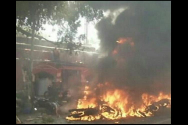 Jallikattu protests turn ugly police station in Chennai attacked vehicles set on fire