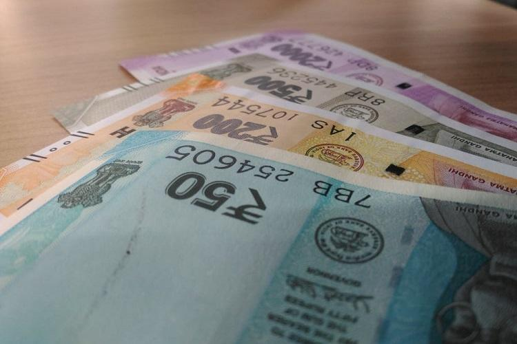 FPIs pull-out over Rs 20500 crore even as govt adamant on super-rich surcharge
