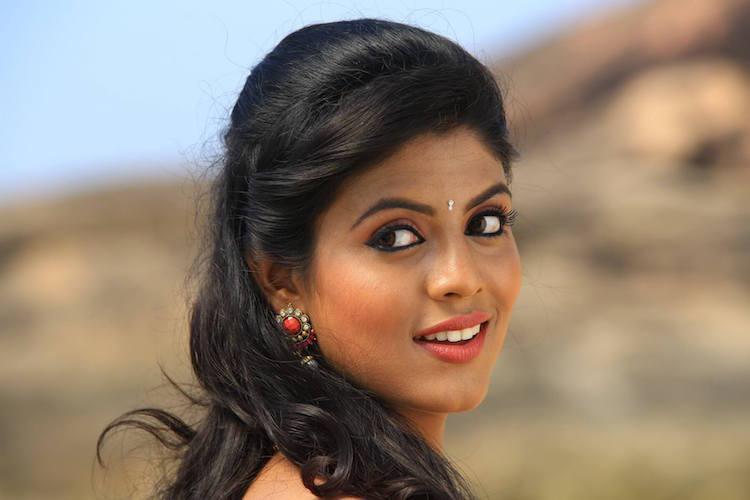 Ineya replaces Varalaxmi in Aakasha Mittayee says she is comfortable with the team