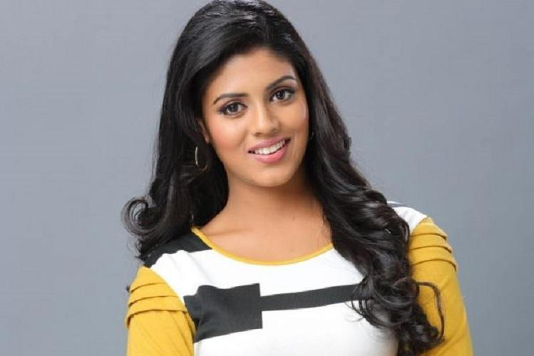 29-year-old Iniya to act as Mammoottys wife in Parole