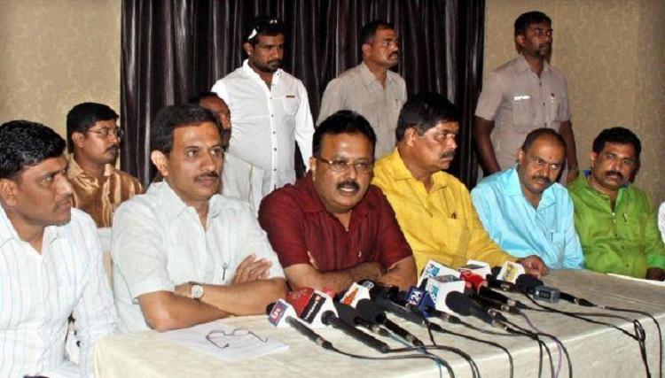 Seven rebel JDS MLAs meet Rahul Gandhi and Siddaramaiah to join Congress soon