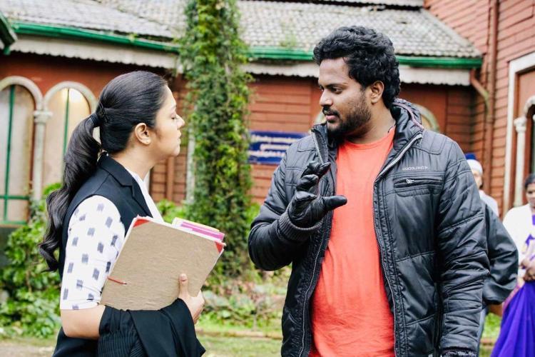 Director JJ Fredrick giving instructions to Jyotika during Ponmagal Vandhal shoot