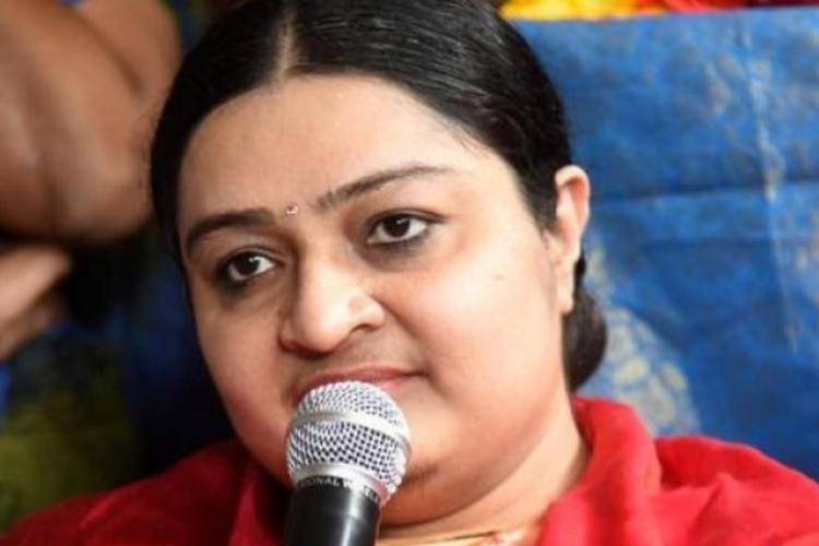 J Deepa alleges TN goverment of trying to steal diamonds and treasures from Veda Nilayam