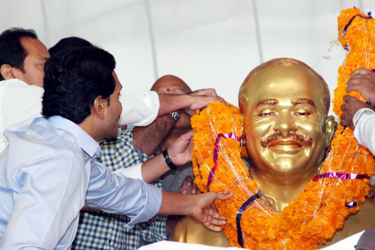 Tributes paid to former Andhra CM YSR on death anniversary