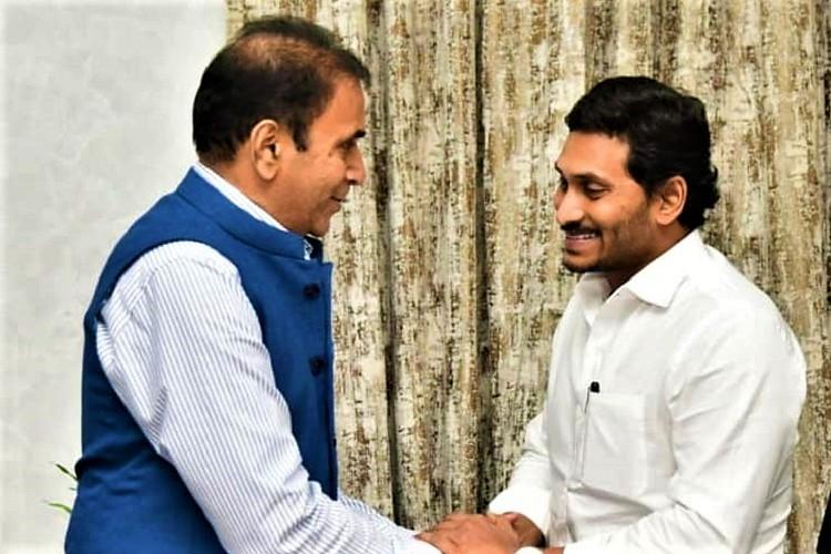 Maharasthra Min meets Jagan seeks to enact legislation like Andhras Disha Act
