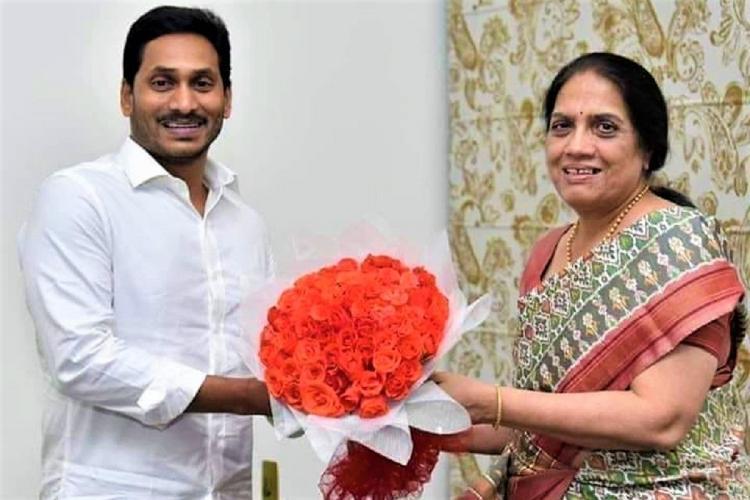 Jagan Mohan Reddy meets Andhra Chief Secretary Nilam Sawhney