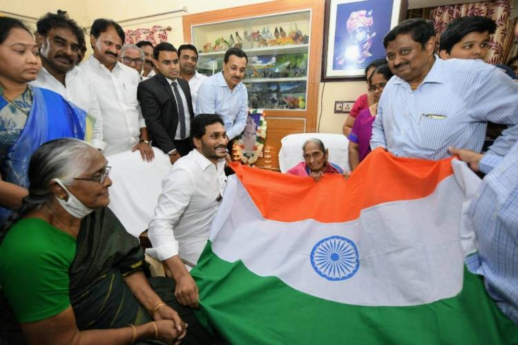 Andhra CM Jagan holding national flag while visiting Pingali Venkaiahs family