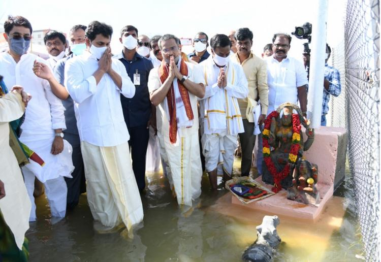 AP CM Jagan Mohan reddy and other officials inagurating Tungabhadra Pushkaralu in traditional costumes by standing in a river