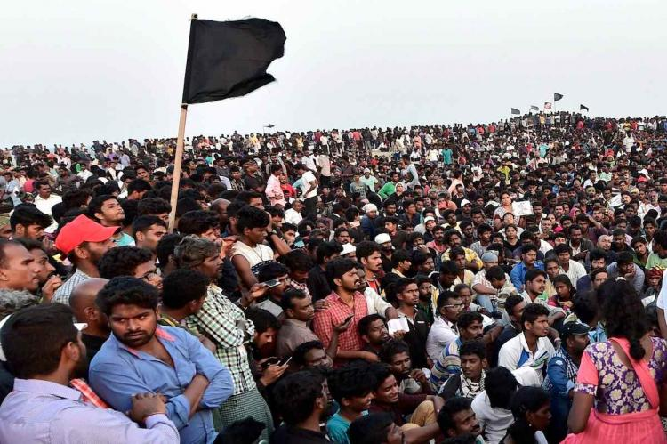 Hundreds of people thronged Marina beach in Chennai with black flags to protest against the SC order on the ban on Jallikattu.