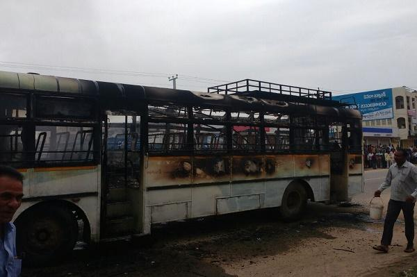 Demanding a new district angry mob sets on fire buses and vehicles in Telangana