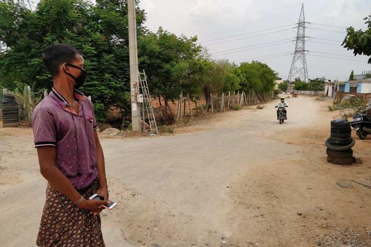 A migrant worker at Jawaharnagar in Hyderabad