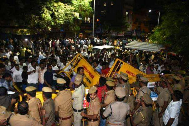 Jayalalithaa cardiac arrest Situation tense at Apollo cadre create ruckus by breaching barricades