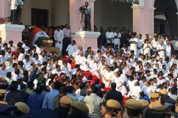 National day of mourning to accord state funeral of Jayalalithaa President PM to visit Chennai