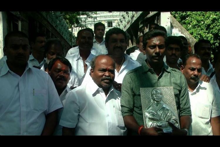 Tirupati Balaji gets a souvenir of amma