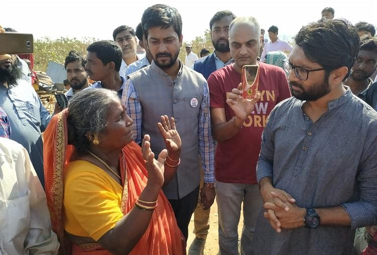 Gujarat MLA Jignesh Mevani visits Bengaluru migrant settlements where hutments were razed