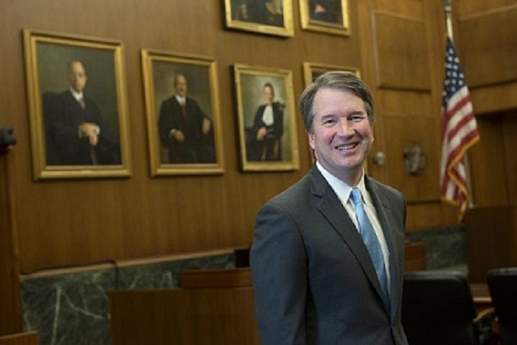 Brett Kavanaugh is sworn in to U.S. supreme court