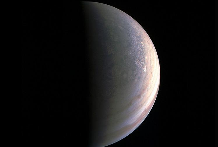 NASAs Juno spacecraft sends back stunning first images of Jupiter