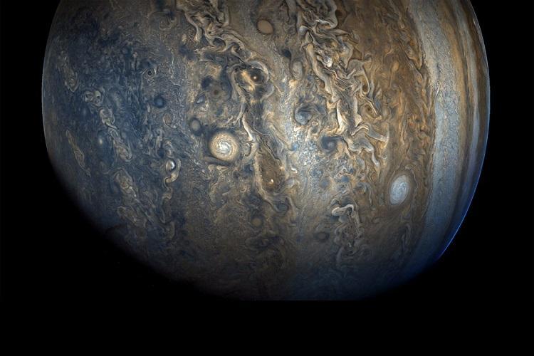NASAs Juno spacecraft captures stunning image of Jupiters southern hemisphere