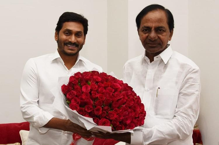 KCR and Jagan meet in Hyderabad, CMs agree to link Godavari and Krishna rivers | The News Minute