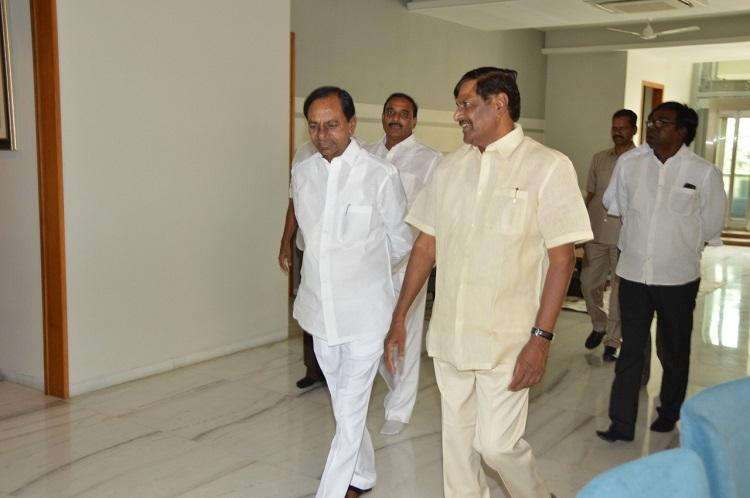 Telangana CM KCR invites former Minister Mandava Venkateswara Rao to join TRS