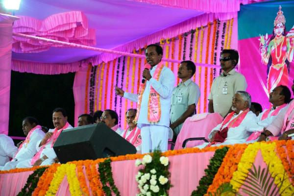 Congress suffers setback in Telangana one serving MP ex-MP to join TRS