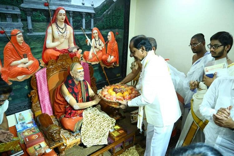 Ahead of tour to cobble up Federal Front allies KCR seeks Vizag seers blessings
