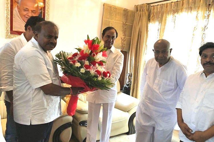 KCR meets Deve Gowda urges Telugu-speaking people in Karnataka to support JDS