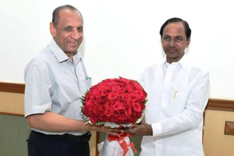 KCR meets governor says demonetisation is hitting the state hard