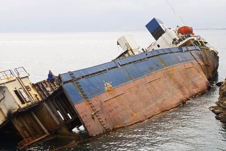 Kochi boat tragedy 3 dead fishermen identified as belonging to TN 9 still missing