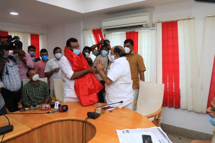 CPI(M) leader Kodiyeri Balakrishnan draping a red shawl over KP Anilkumar