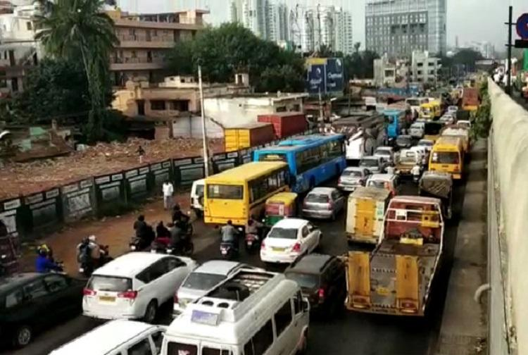 Bengalurus KR Puram sees 3-hr traffic jam angry commuters tweet to police