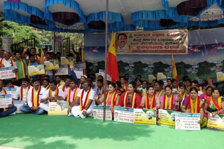On Hindi Diwas Karnataka Rakshana Vedike activists blacken Hindi signboards on NHs