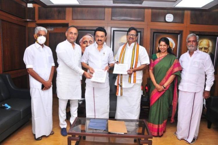 Congress leaders Ramesh Gundu Rao KS Alagiri with DMK president MK Stalin and DMK MP Kanimozhi