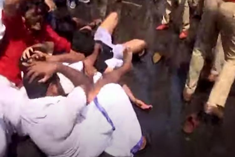 Kerala KSU Workers keeping hands on head during a clash with the police outside the Secretariat