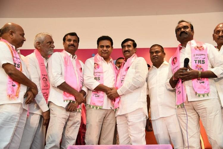 After election drama Vanteru Pratap who lost to KCR quits Congress for TRS