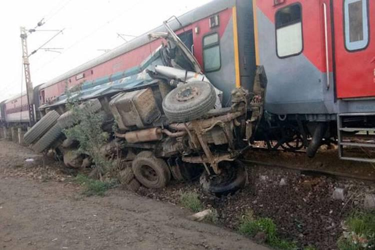 Another train accident in UP Engine five coaches of Kaifiyat Express derail