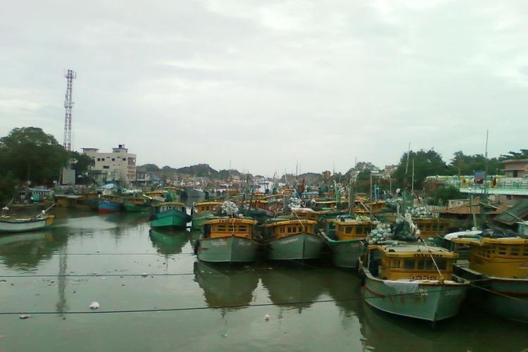 YSRCP MPs demand release of Andhra fishermen in Pak meet External Affairs Minister