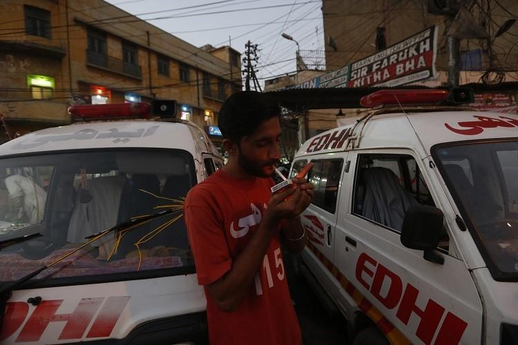 Terror shipwreck guns 24 hours in a Karachi ambulance