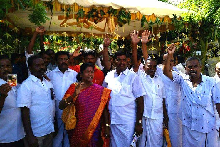 Despite Stalins request Karunanidhi loyalists turn up to see their leader on his 94th bday