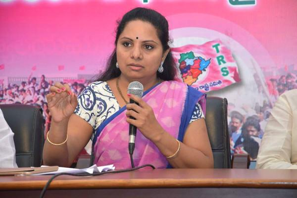 MP Kavita defended Buffoon remark by KCR