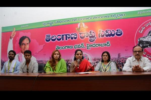 Sania Mirza Jwala Gutta Pragyan Ojha help Telangana farmers families