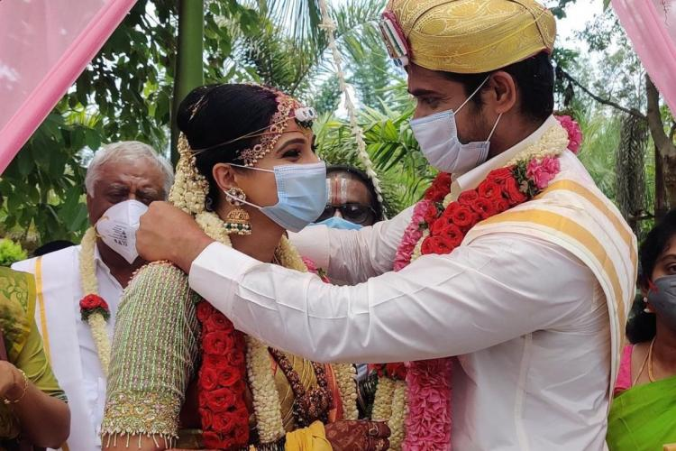 Chandan Kumar and Kavitha Gowda are seen in the photo from their wedding ceremony