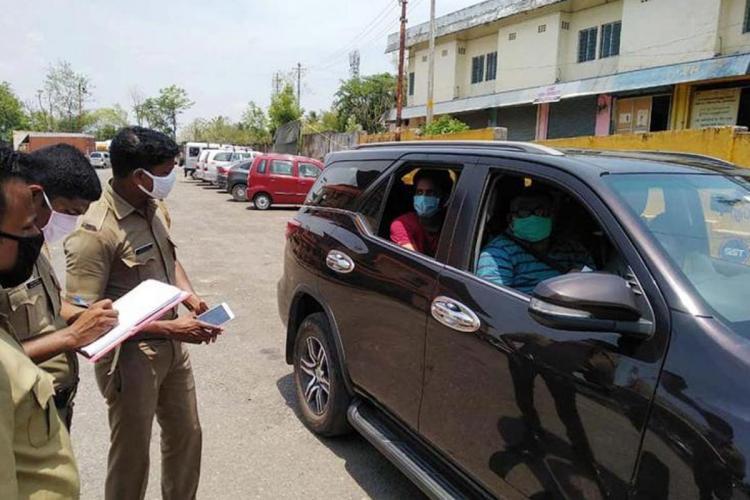 A car being stoppedin Kerala Karnataka border